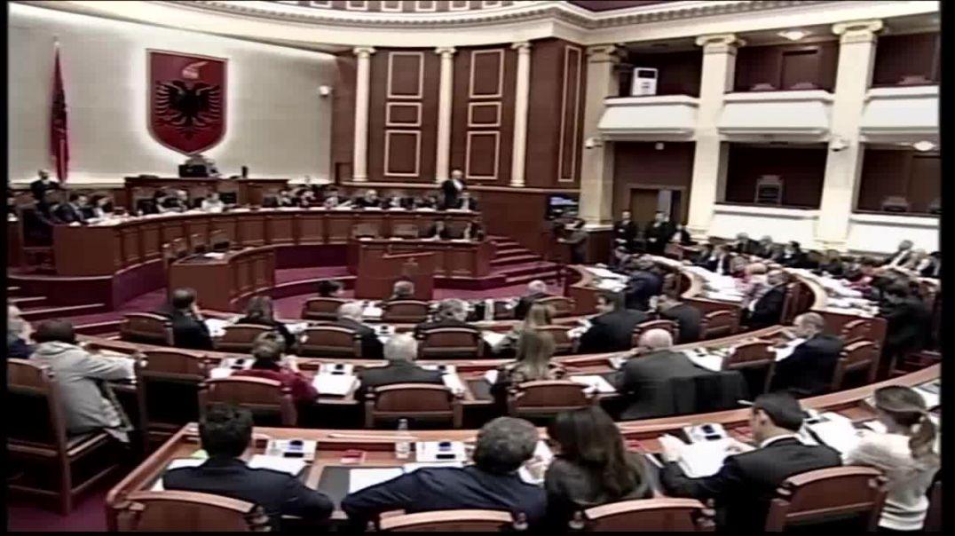 Përleshje fizike në Kuvend qëllohet Edi Rama nga deputeti demokrat.wmv