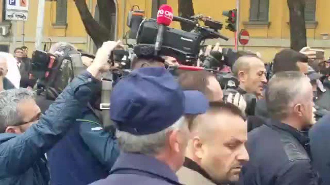 Perplasja mes policise dhe protestuesve para Ministrise se Brendshme