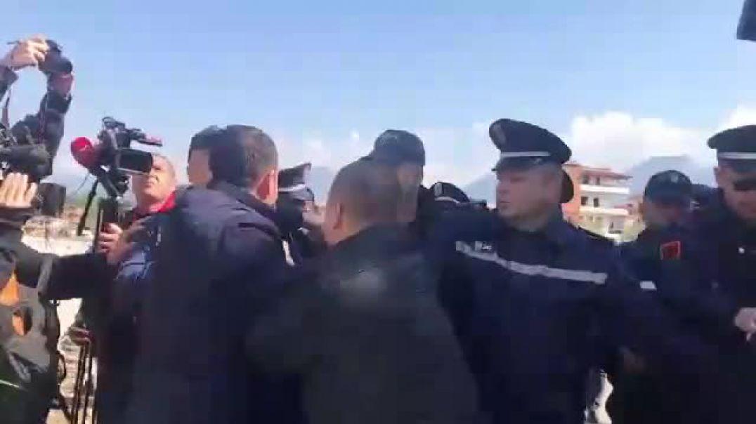 Konfrontimet e policisë me deputetët dhe njërin prej banorëve