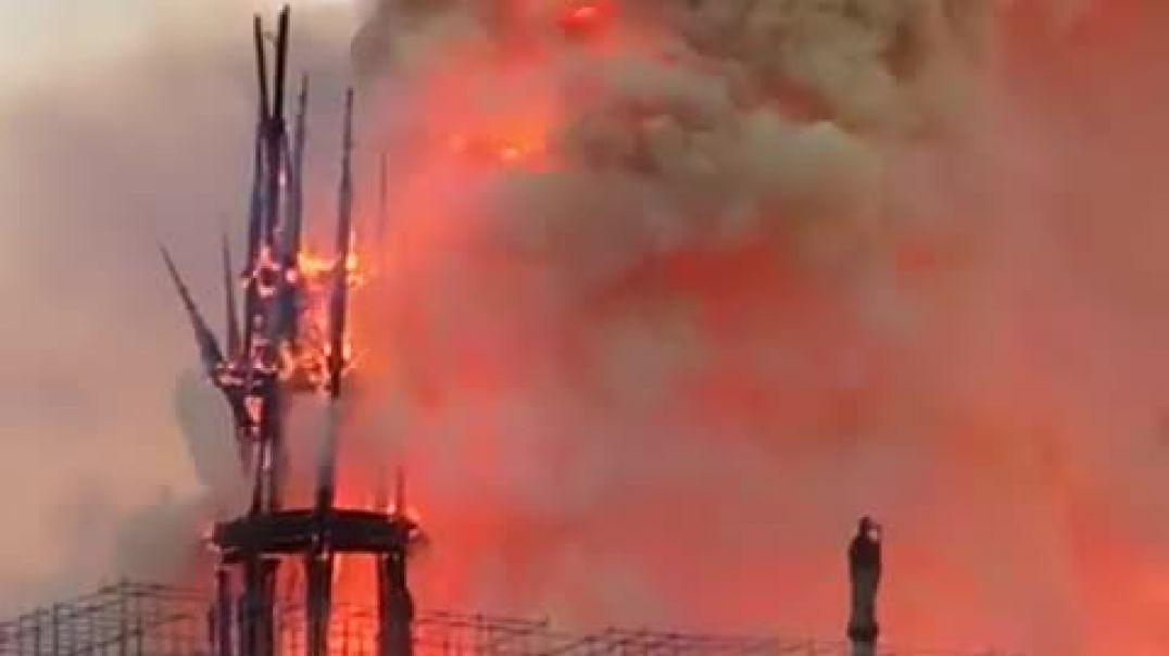 Përse Franca vajton për Notre Dame De Paris