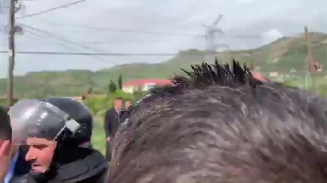Perplasja e protestuesve ne Elbasan ne momentin kur kalon kryeministri Edi Rama