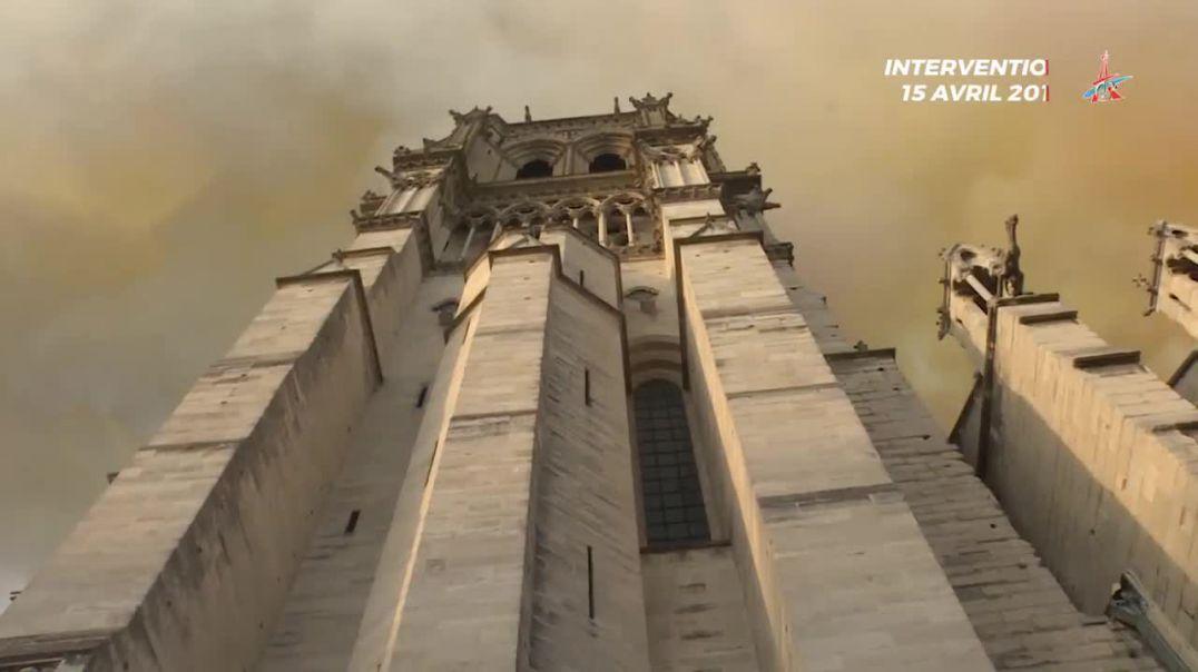 Notre Dame De Paris shkrumbohet nga flakët