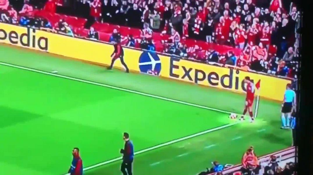 Ky është 'heroi' që vendosi ndeshjen Liverpul-Barcelona (VIDEO)