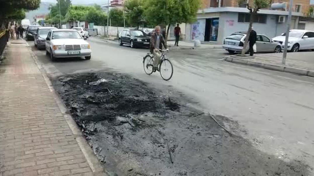 Fushë-Krujë, digjet autovetura pranë qendrës shëndetësore