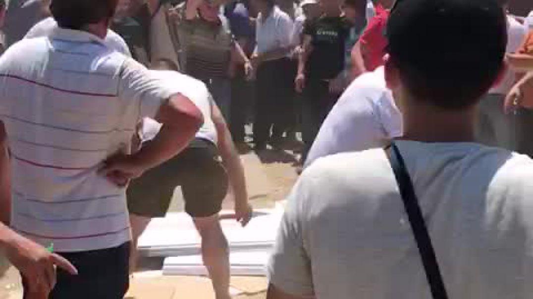 Përplasje në Burrel, militantët marrin materialet zgjedhore