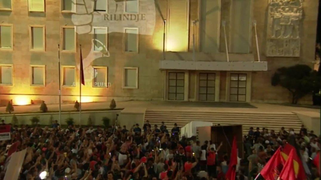 Simbolika e opozitës: Edi Rama në shtatoren e Enver Hoxhës