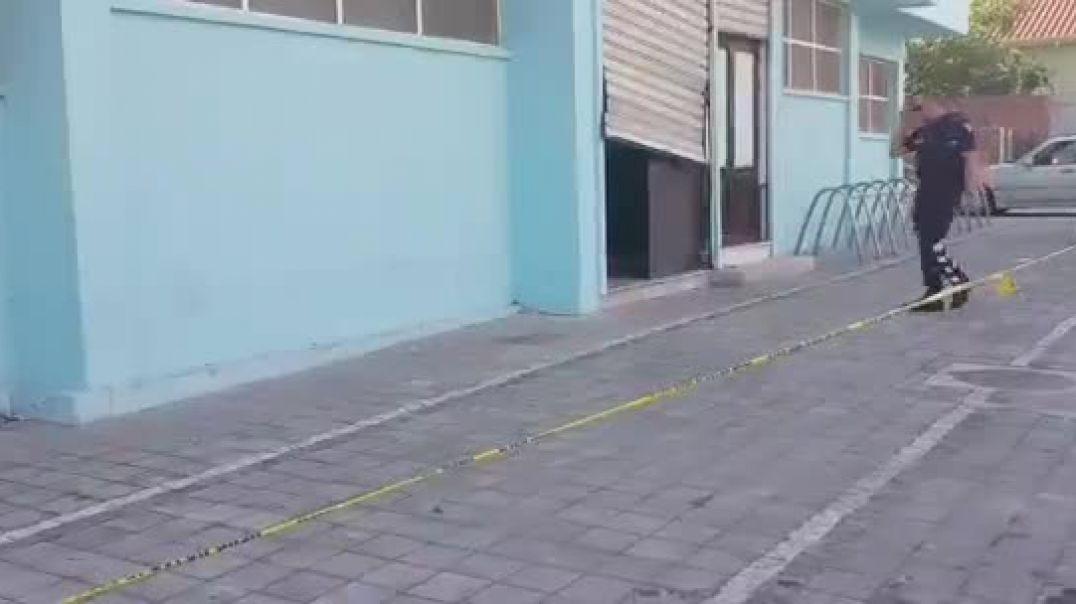 Thyhet dera e pallatit te sportit Qazim Dervishi vend i cili ishte parashi.mp4