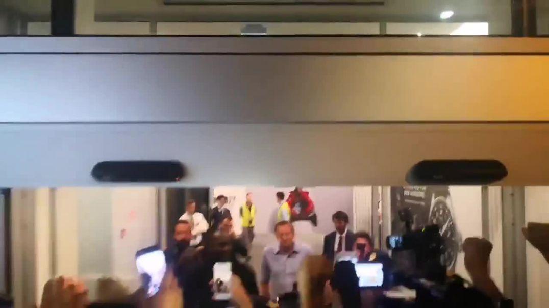 Momenti i mberritjes se Lukakut ne Milano