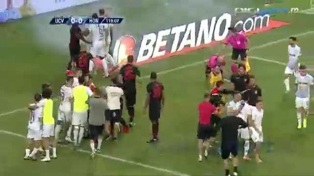 Kaos në ndeshjen e Europa League, goditet me tymuese arbitri