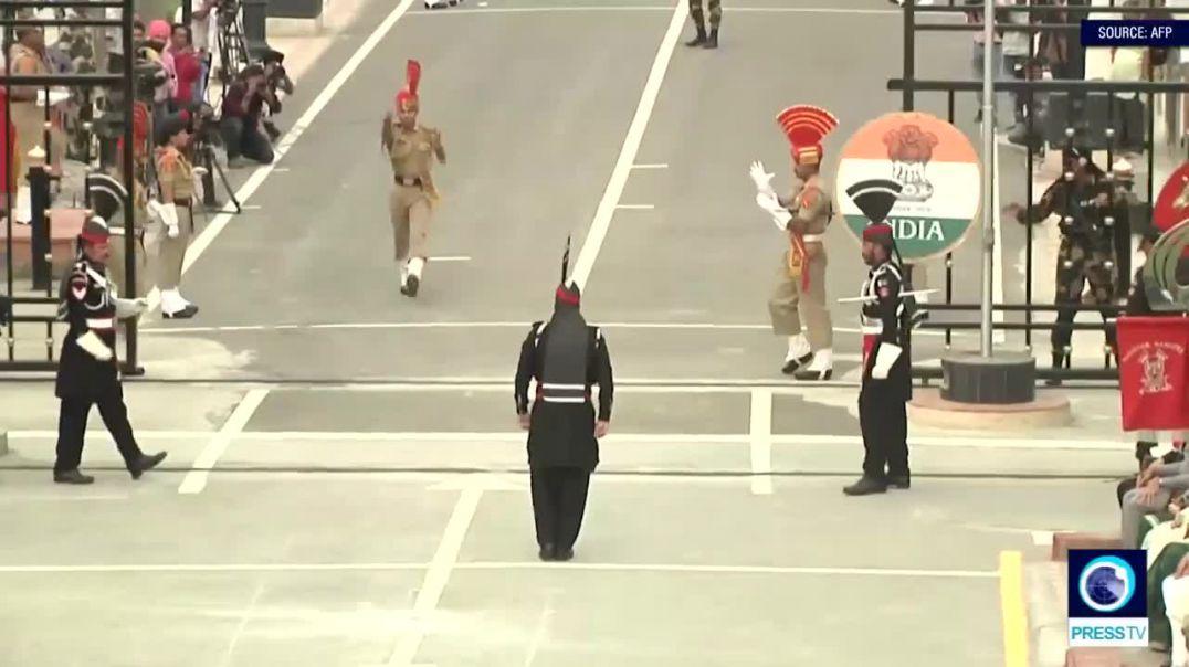 Ceremonia e çuditshme e mbylljes së kufirit Indi-Pakistan