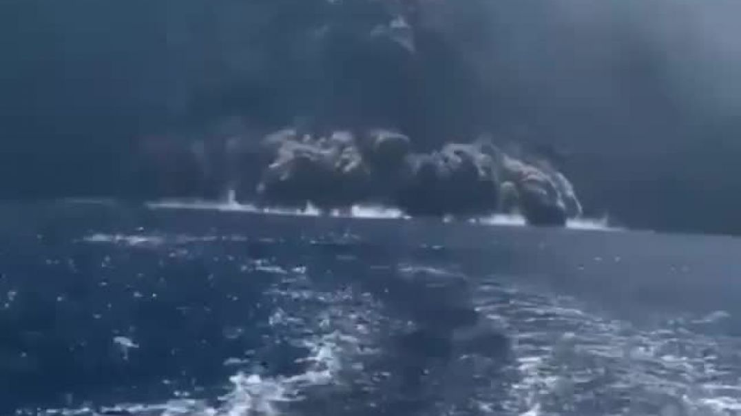 Shpërthen vullkani në Stromboli, panik te turistët