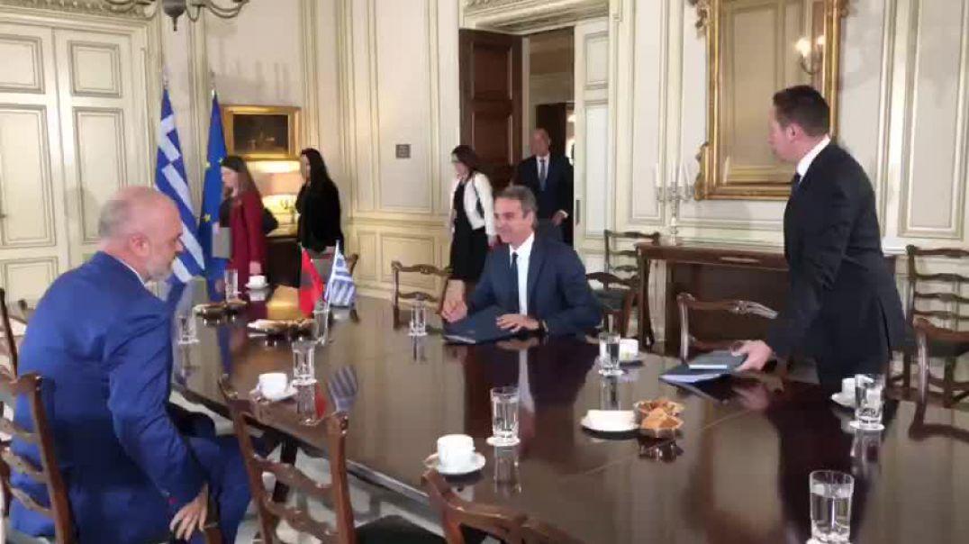 Mitsotaqis pret Ramën; në Athinë nis takimi mes dy Kryeministrave
