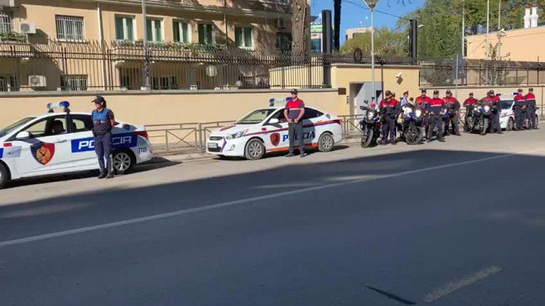 Vrasja e dy oficerëve në Trieste, Policia e Shtetit ceremoni përpara Ambasadës Italiane
