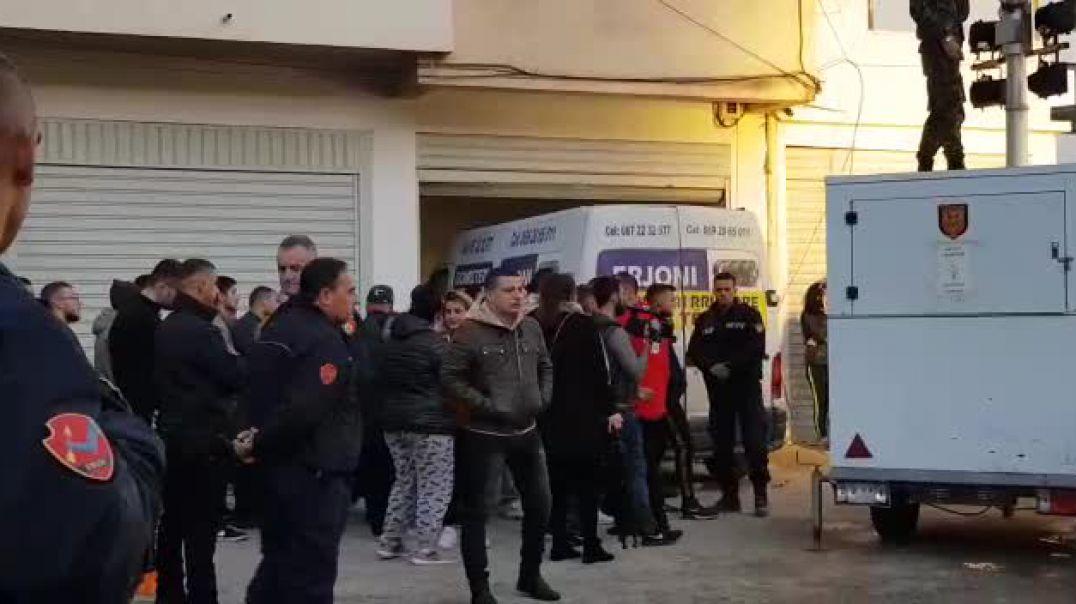 Drama e tërmetit, e mitura nxirret e pajetë nga rrënojat e pallatit në Durrës