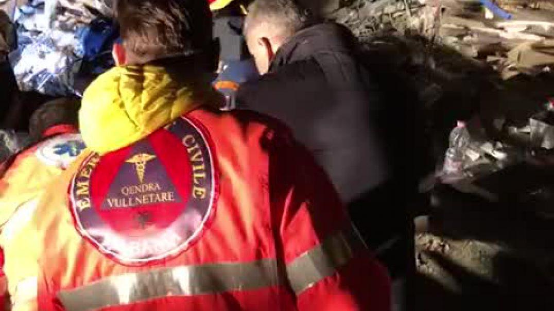 Video / Operacioni i shpëtimit të Klajdi Qatos nga grupet e emergjencave shqiptaro-greke