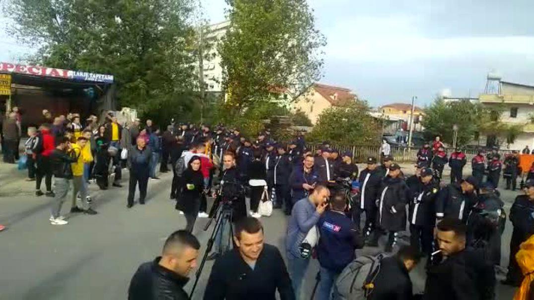 Policia bllokon qarkullimin në të dyja kahet e Unazës së Re