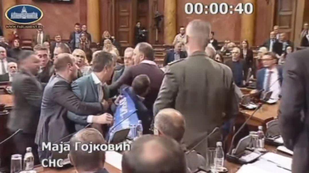 Ligji për fenë në Mal të Zi, grushte në Parlamentin serb