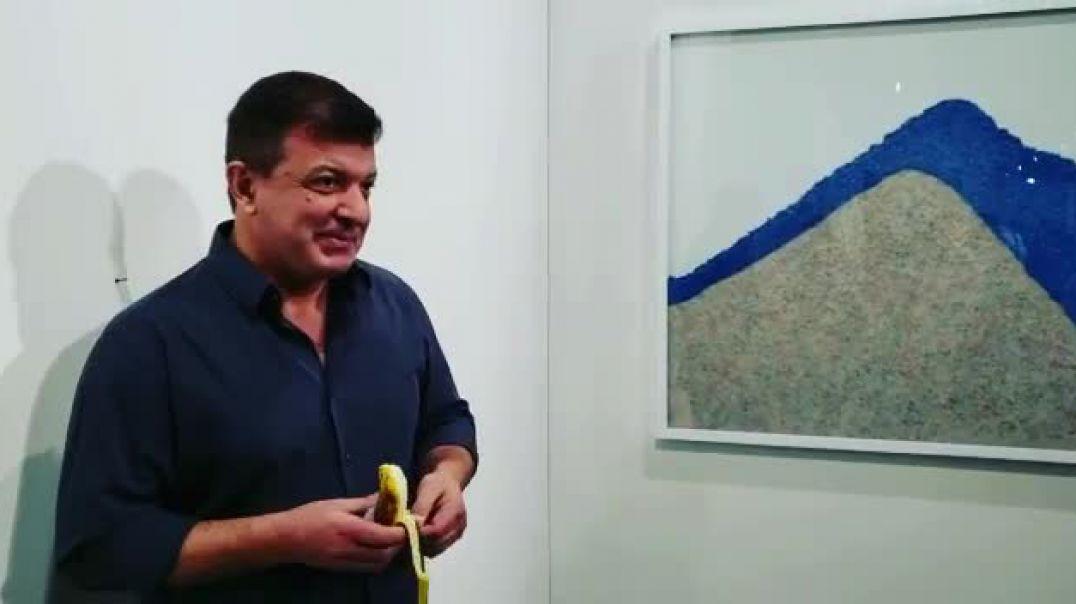 Artisti ha bananen vepër arti 120 mijë dollarëshe