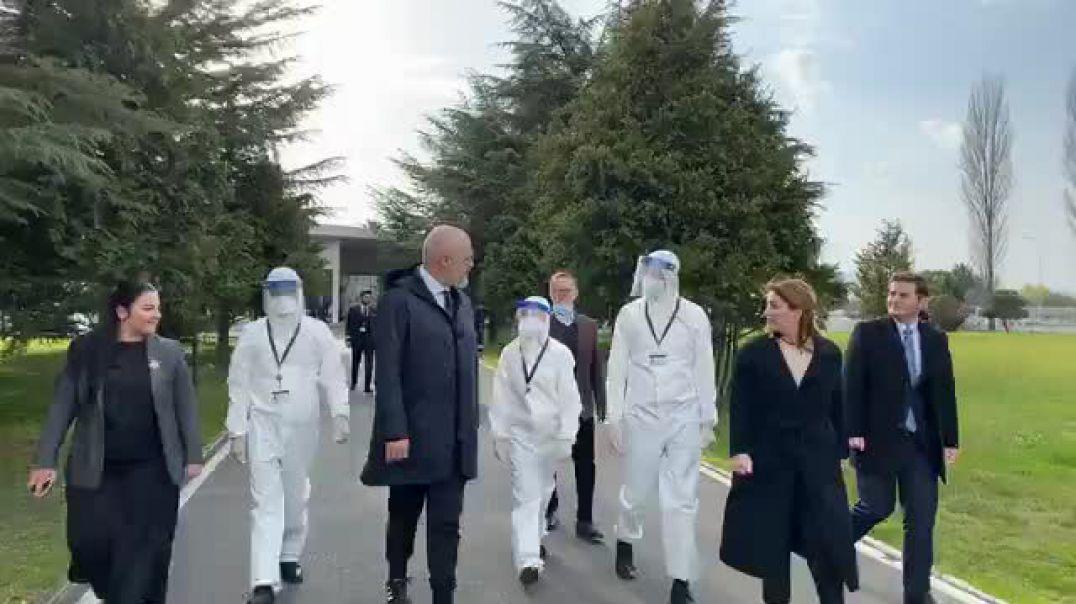 Rama përcjell 30 mjekë e infermierë drejt Italisë: Shqiptarët s'e braktisin mikun në vështirësi