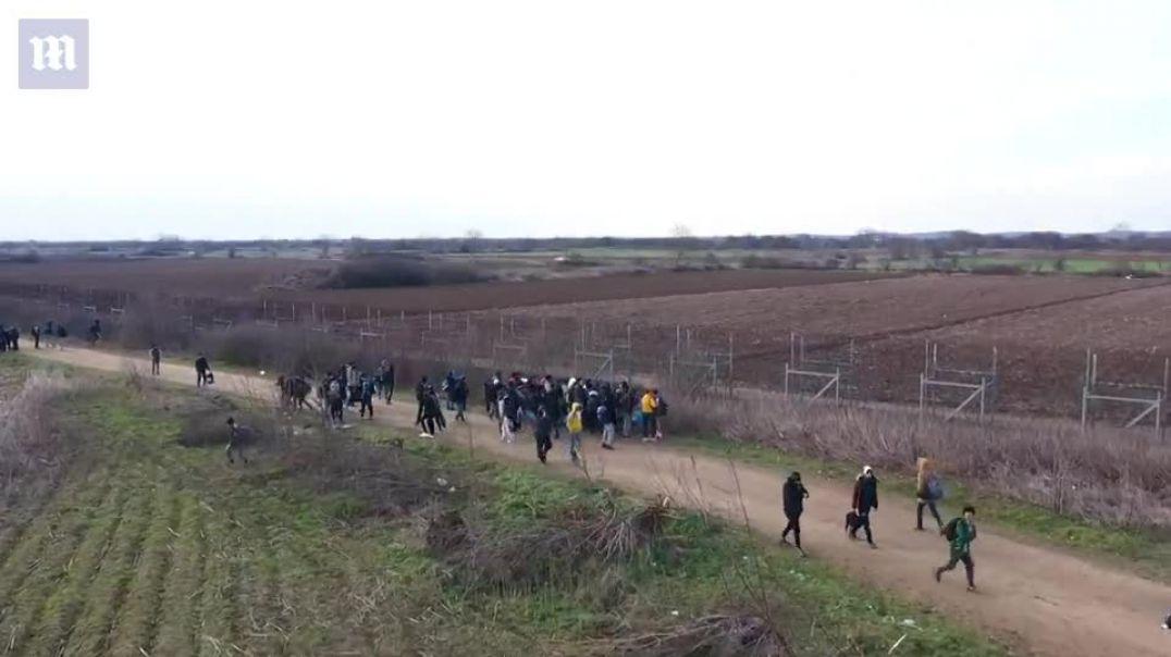 Mbi 75 mijë emigrantë në dyert e Greqisë, policia i ndal me gaz lotsjellës në kufi