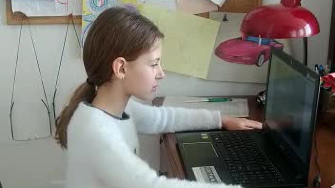 Gaia Viviani nxënëse në shkollën Nderkombetare Franceze te Tiranes