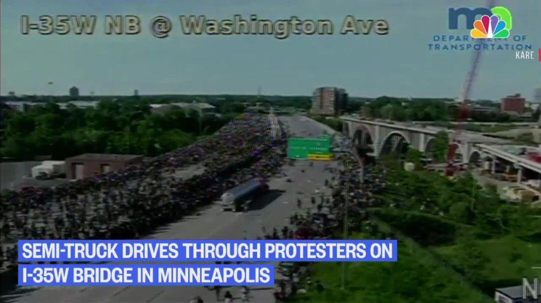 Kamioni hyn mes protestuesve në SHBA (Video)