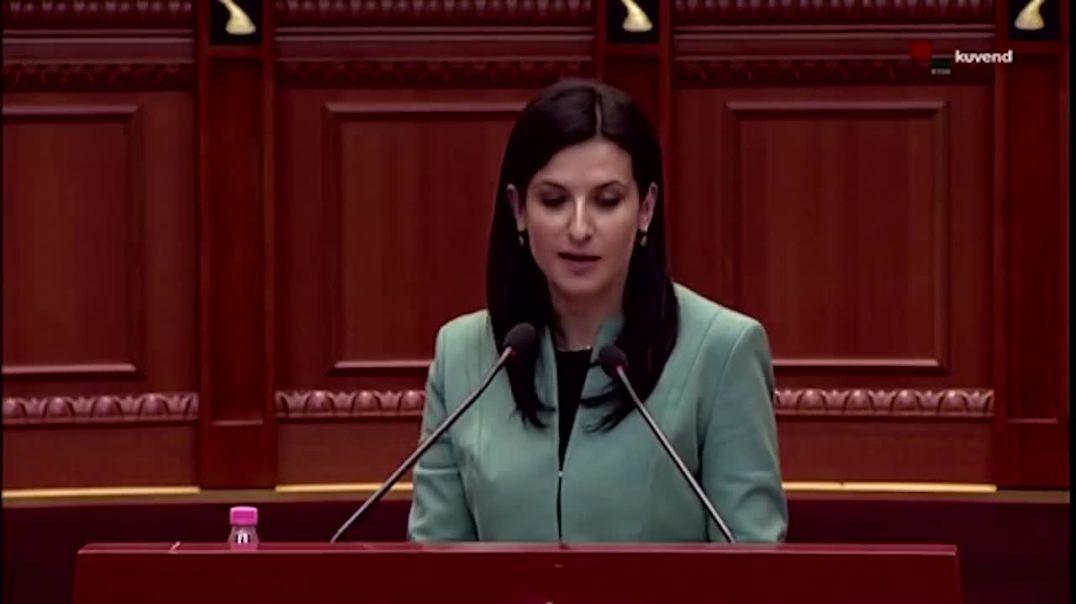 Sherr mes të rinjëve të Parlamentit Valteri e Gjoni, për pak përfundon në grushte