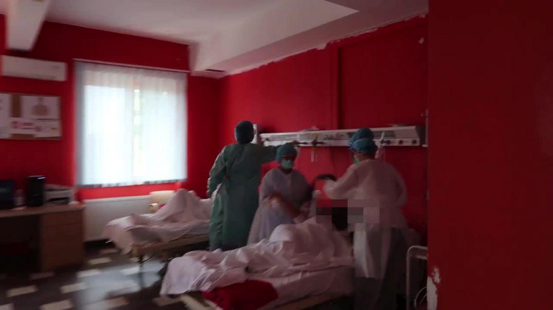 """Pamjet nga spitalit """"Shefqet Ndroqi"""" tregojnë gjendjen e pacientëve. Mjekët bëjnë thirrje për kujdes"""