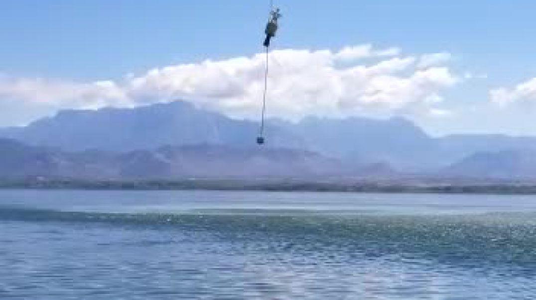 Helikopteri i FA vendos kufirin me Malin e Zi në Liqenin e Shkodrës
