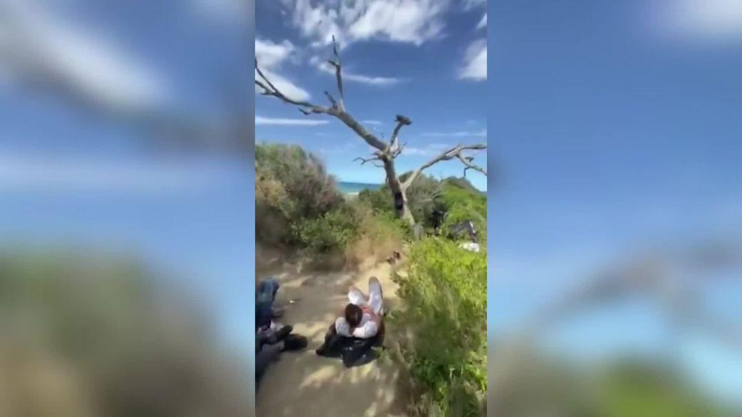 Pamjet_ Turistët nga Kosova gjejnë 50 refugjatë sirianë në kepin e Rodonit.mp4