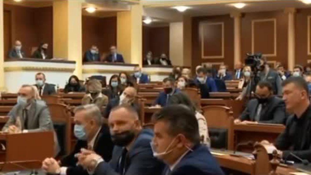 Osmani: Kosova nuk ka nevojë për tra të vendosur nga Shqipëria