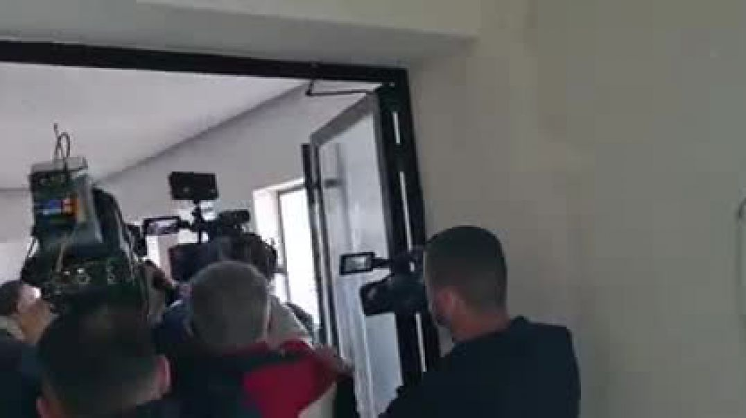 Meta përplaset fizikisht me policinë bashkiake për zyrat e FRD-së