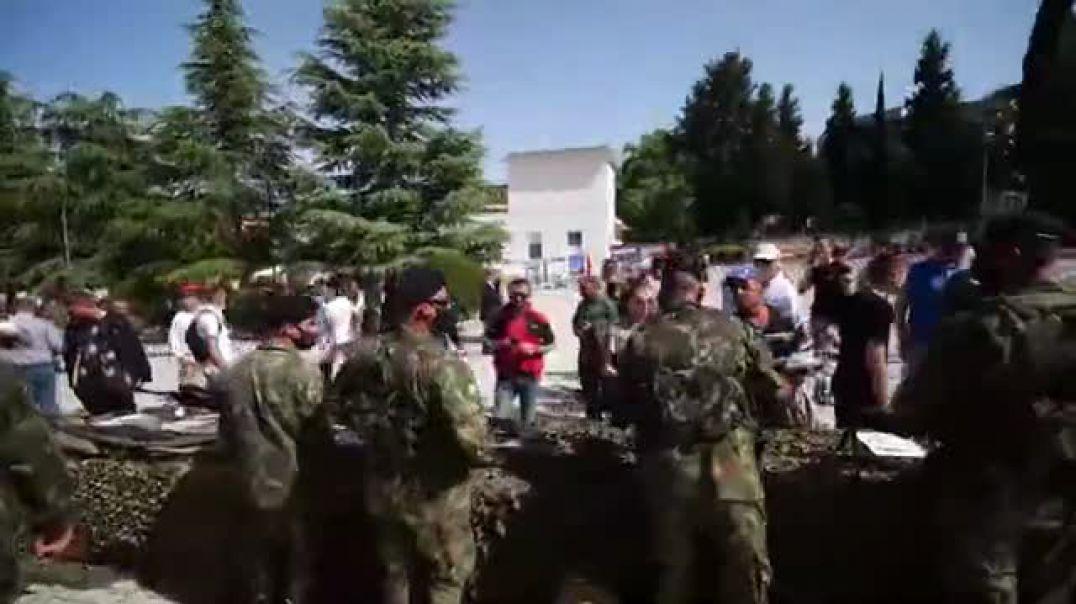 """NATO """"pushton"""" Kuçovën"""