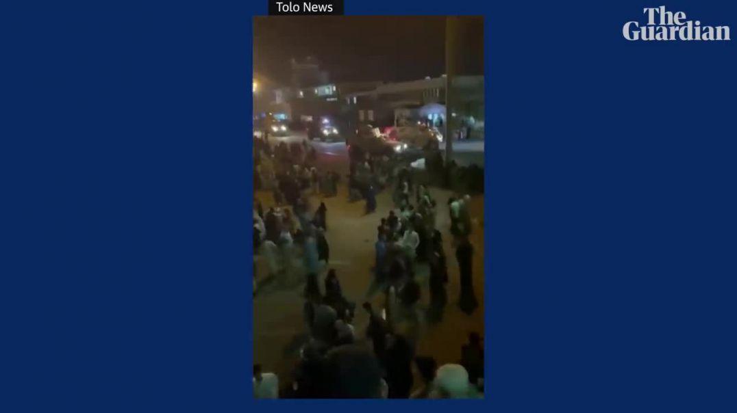 Kaos në aeroportin e Kabulit kur talebanët marrin kontrollin e kryeqytetit afgan