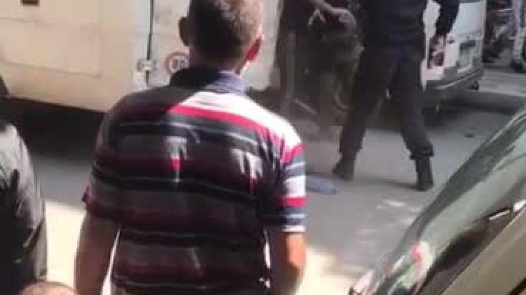 """Emigrantët """"çajnë"""" rrethimin në Pogradec, polici me armë në dorë nuk i mban dot"""