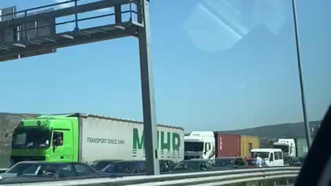 Masat anti-Covid në kufi, radhë automjetesh nga Kosova drejt Shqipërisë