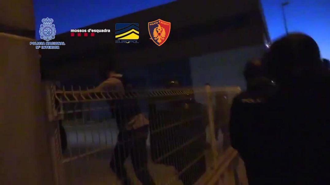 Momenti kur policia spanjolle arreston trafikantët shqiptarë të drogës