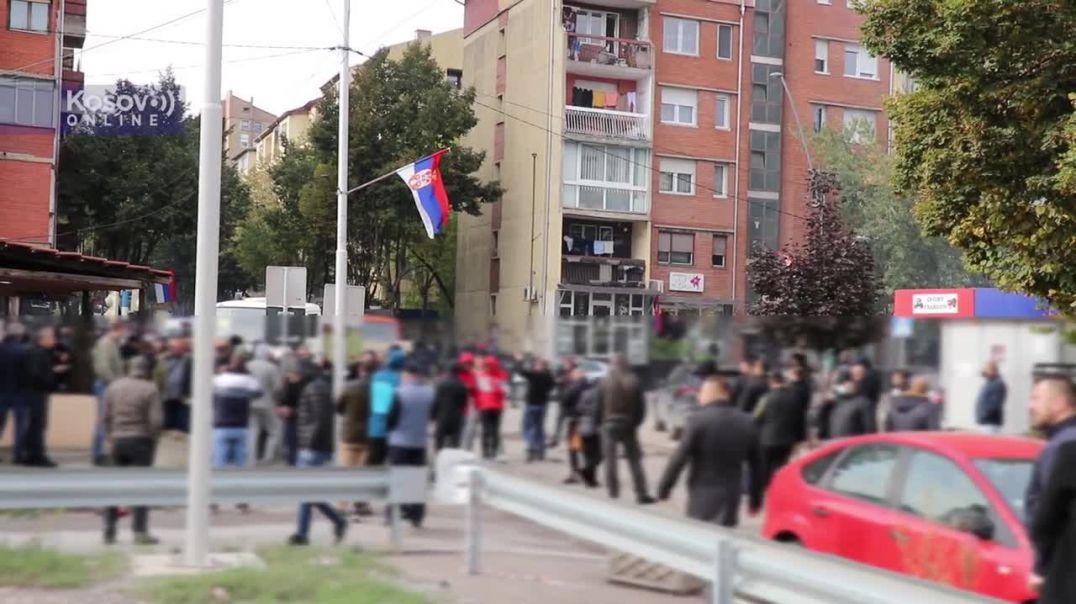 Aksion antikontrabandë në Mitrovicë, serbët bllokojnë sërish rrugët
